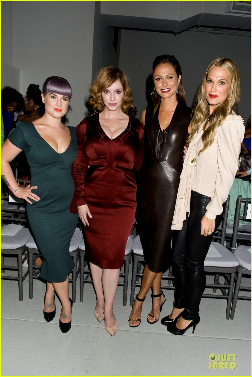 stacy keibler christina hendricks zac posen fashion show 01
