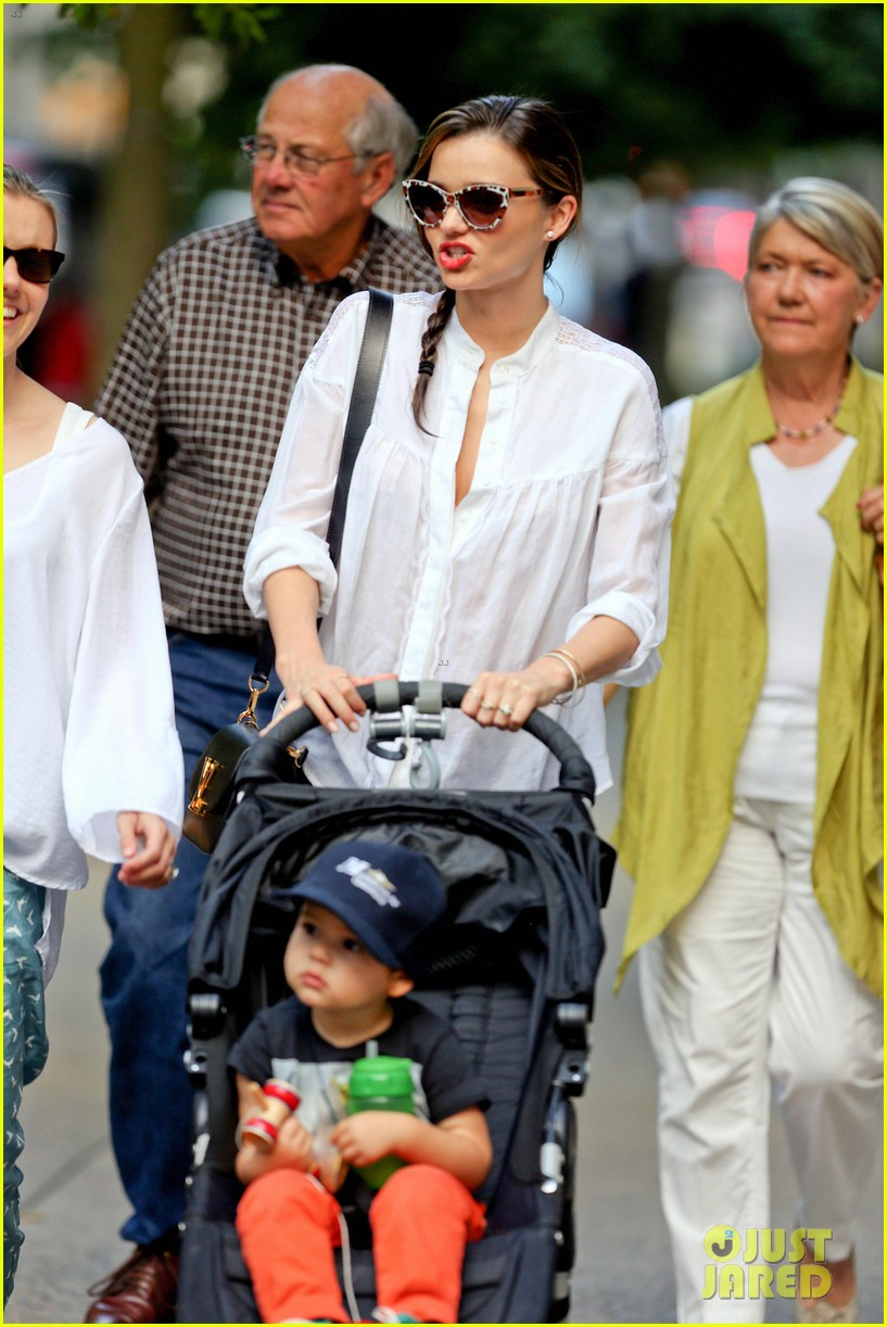 miranda kerr central park fun with flynn 05