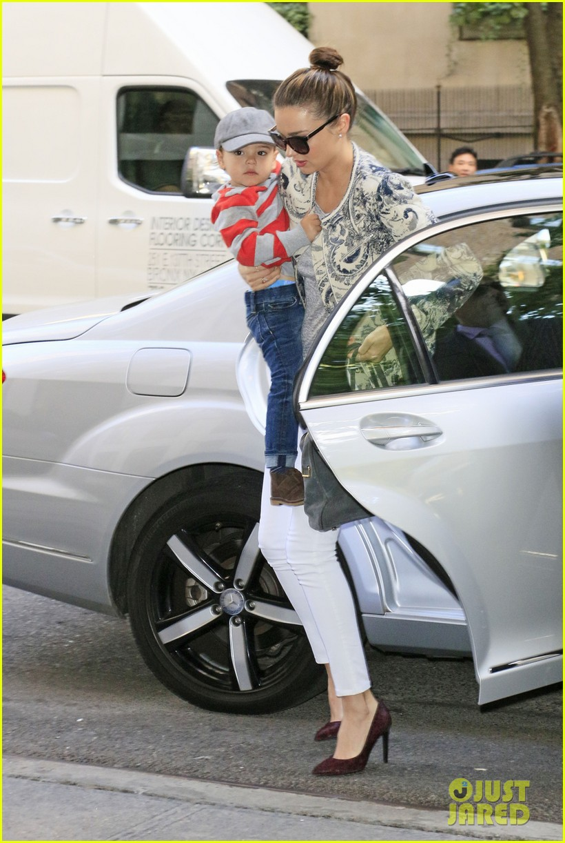 miranda kerr hangs with flynn is loving life 02