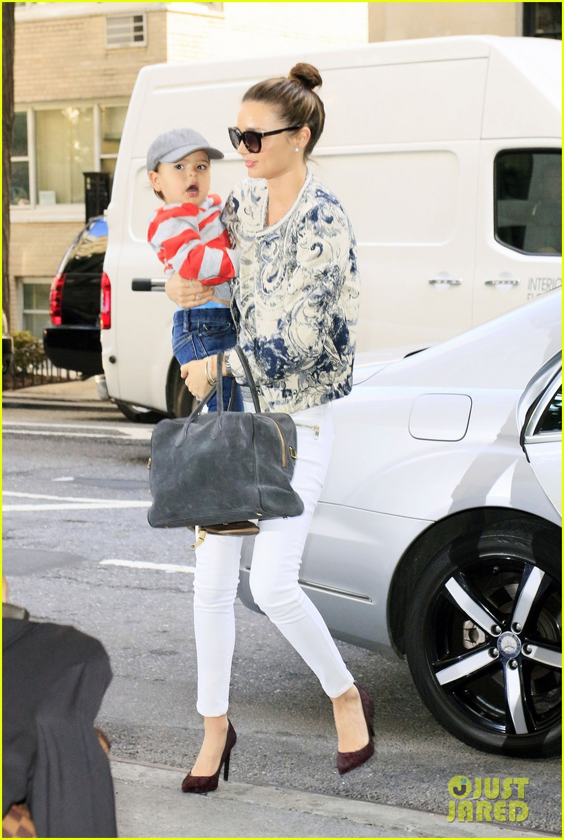 miranda kerr hangs with flynn is loving life 04