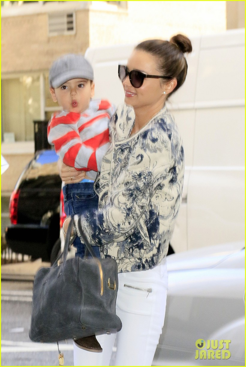 miranda kerr hangs with flynn is loving life 05
