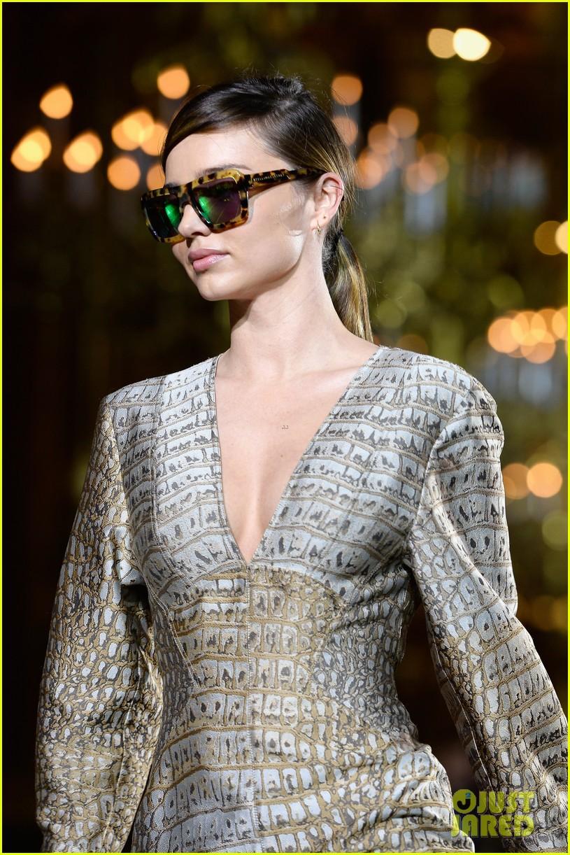 miranda kerr cara delevingne stella mccartney fashion show 13