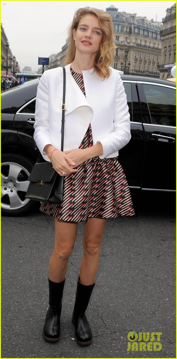 miranda kerr cara delevingne stella mccartney fashion show 19
