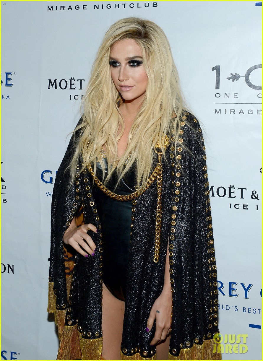 kesha 1 oak nightclub performance in vegas 192942338