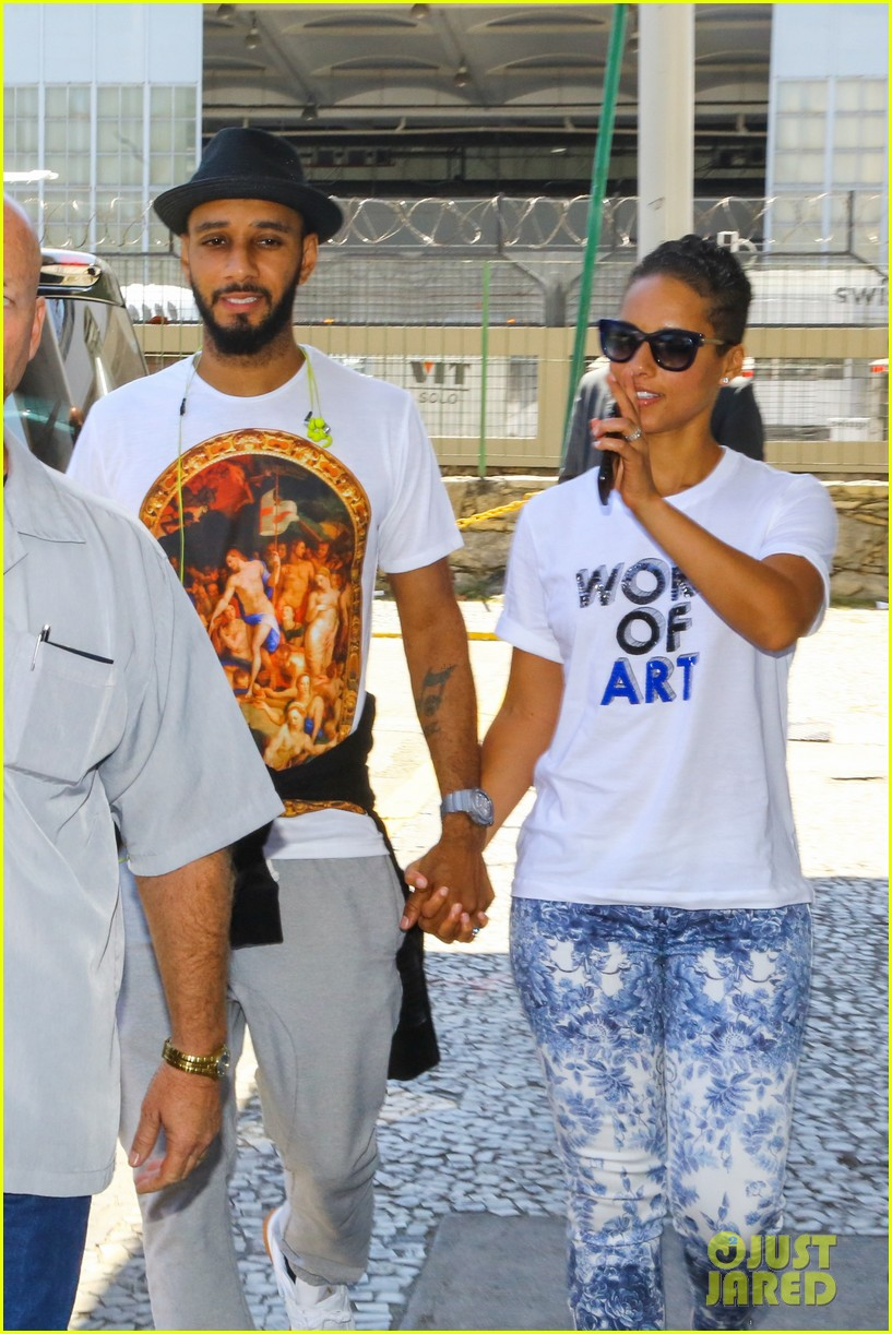 alicia keys flaunts bikini body in brazil 242950839