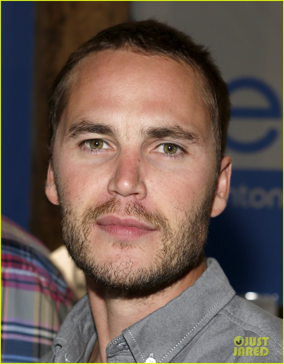 taylor kitsch keanu reeves variety entertainment one party 05
