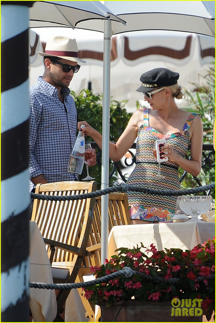 diane kruger joshua jackson enjoy lunch date in venice 23