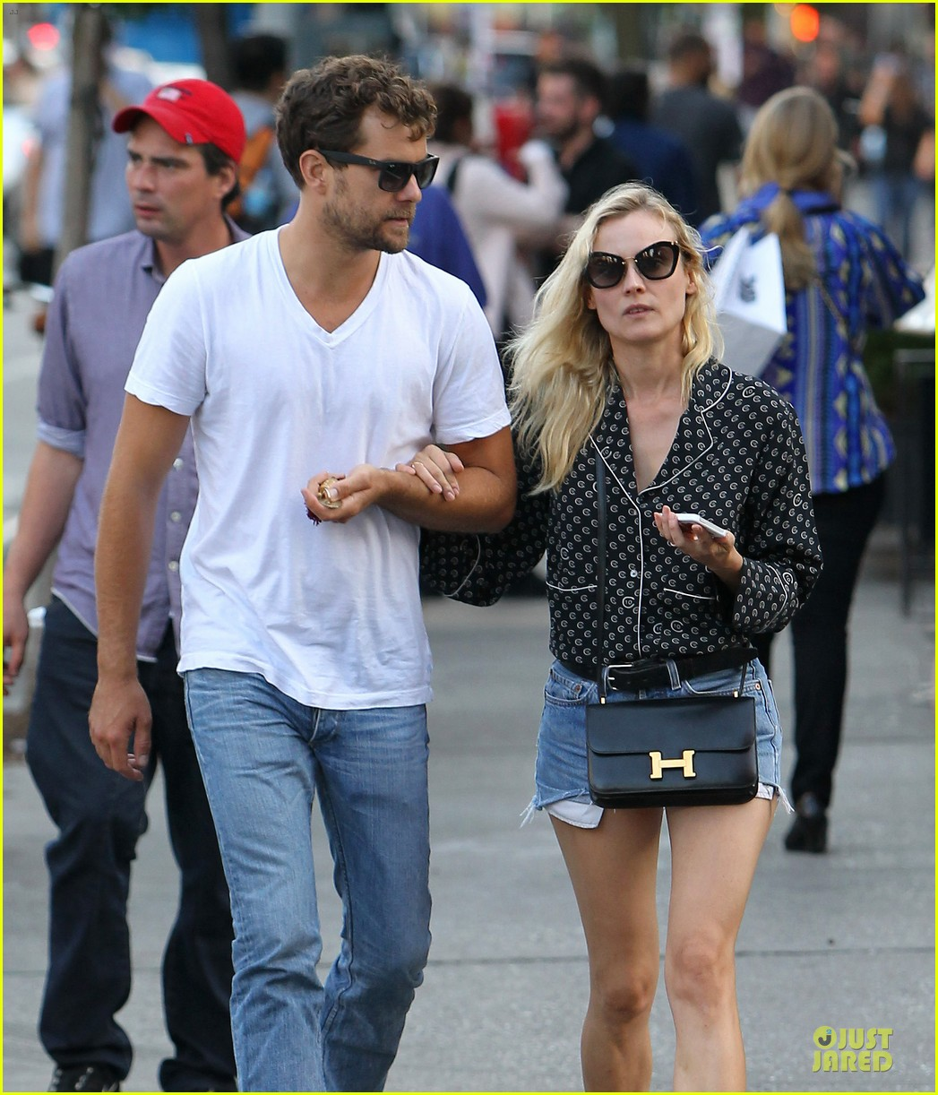 diane kruger joshua jackson hook arms for nyc stroll 04