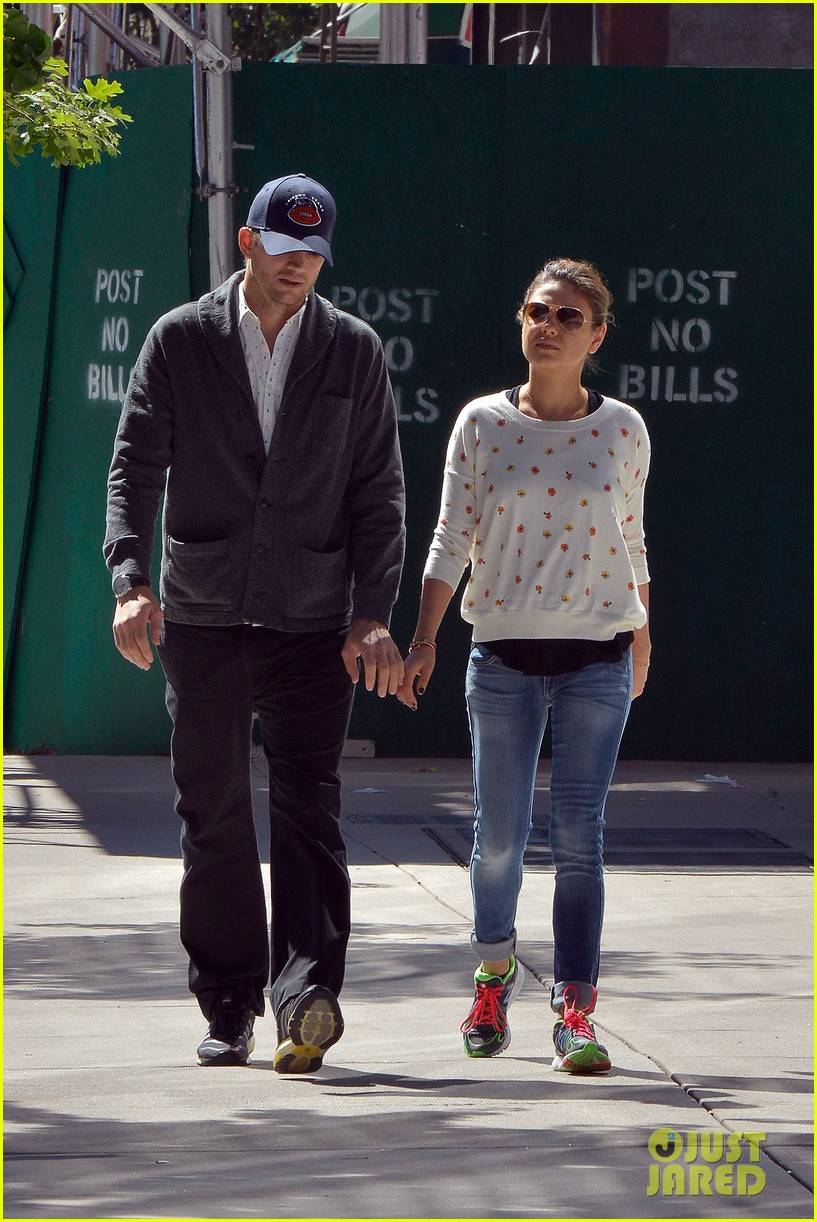 ashton kutcher mila kunis hold hands in the big apple 13