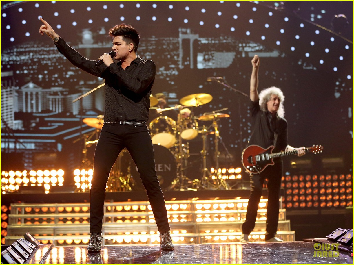 adam lambert iheartradio music festival with queen 142956587