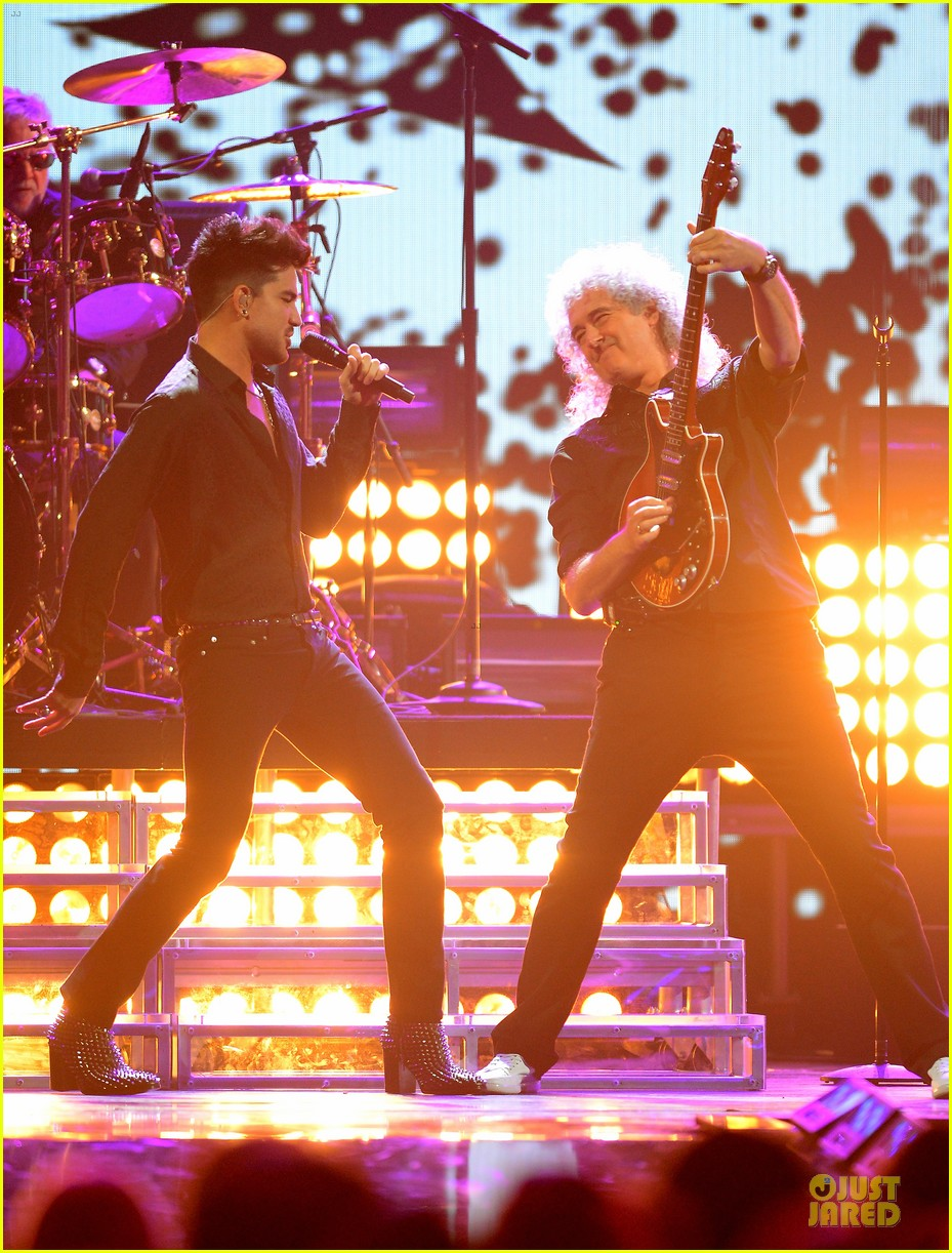 adam lambert iheartradio music festival with queen 22
