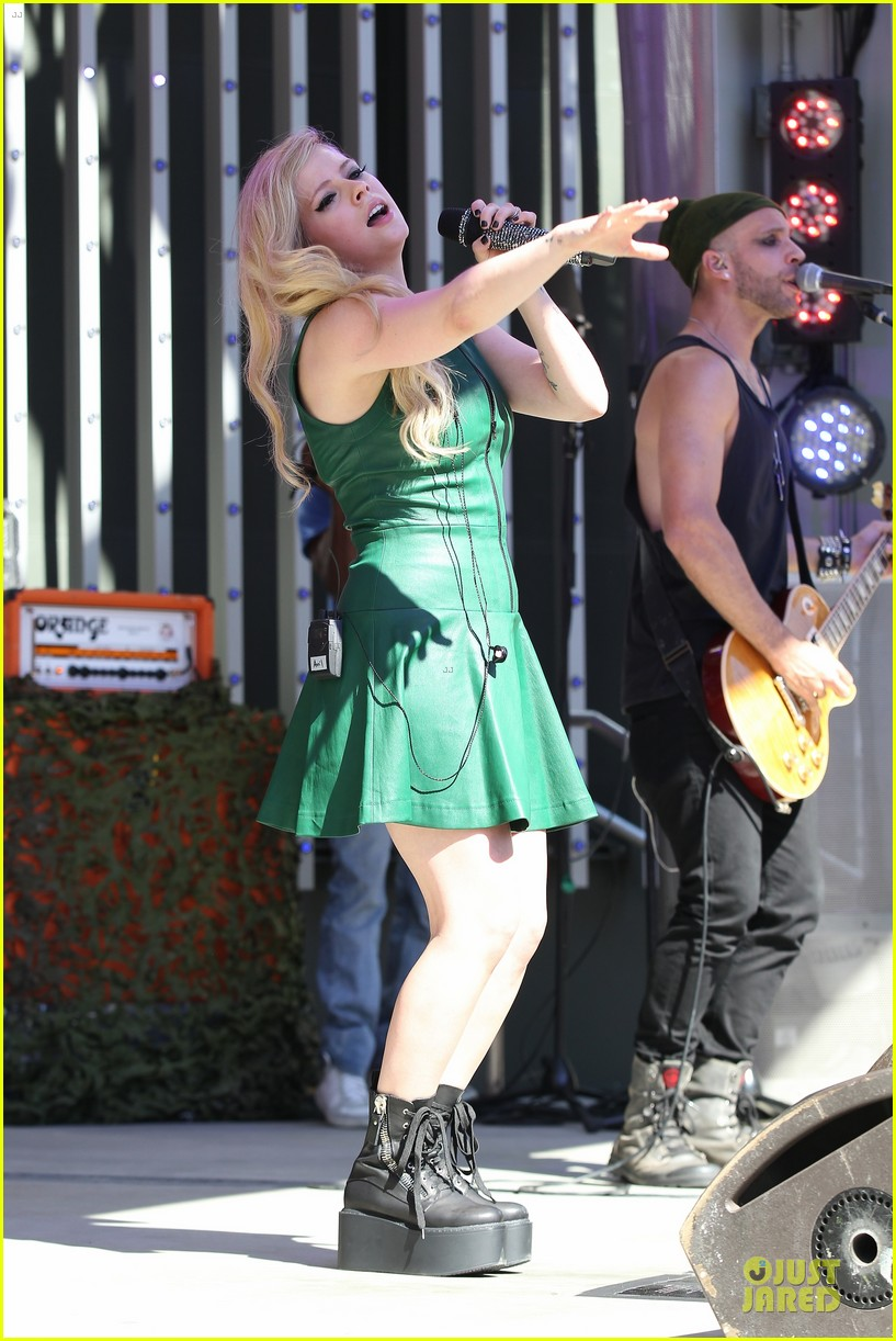 avril lavigne platforms for extra green performance 03