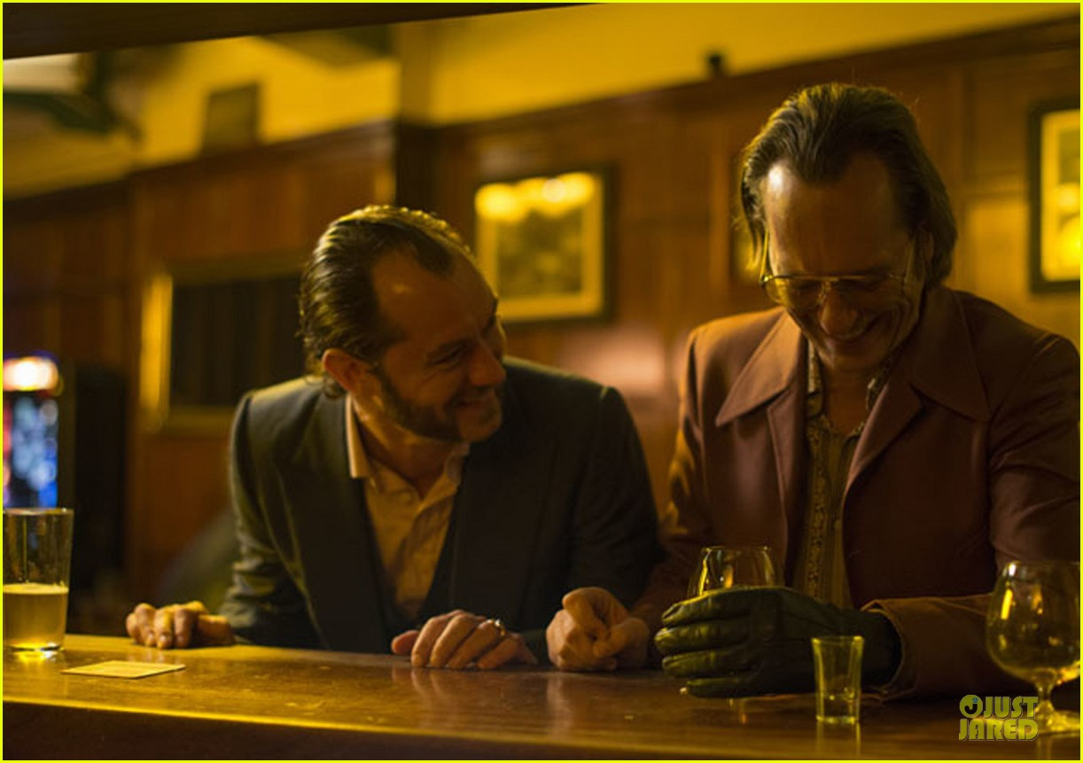 jude law emilia clarke dom hemingway trailer stills 07