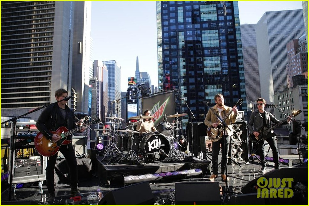 kings of leon performs live on good morning america 03