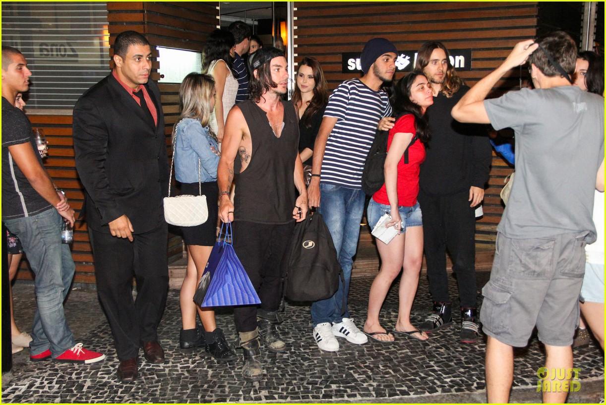 jared leto stops for fan photo op at sushi leblon restaurant 102951603