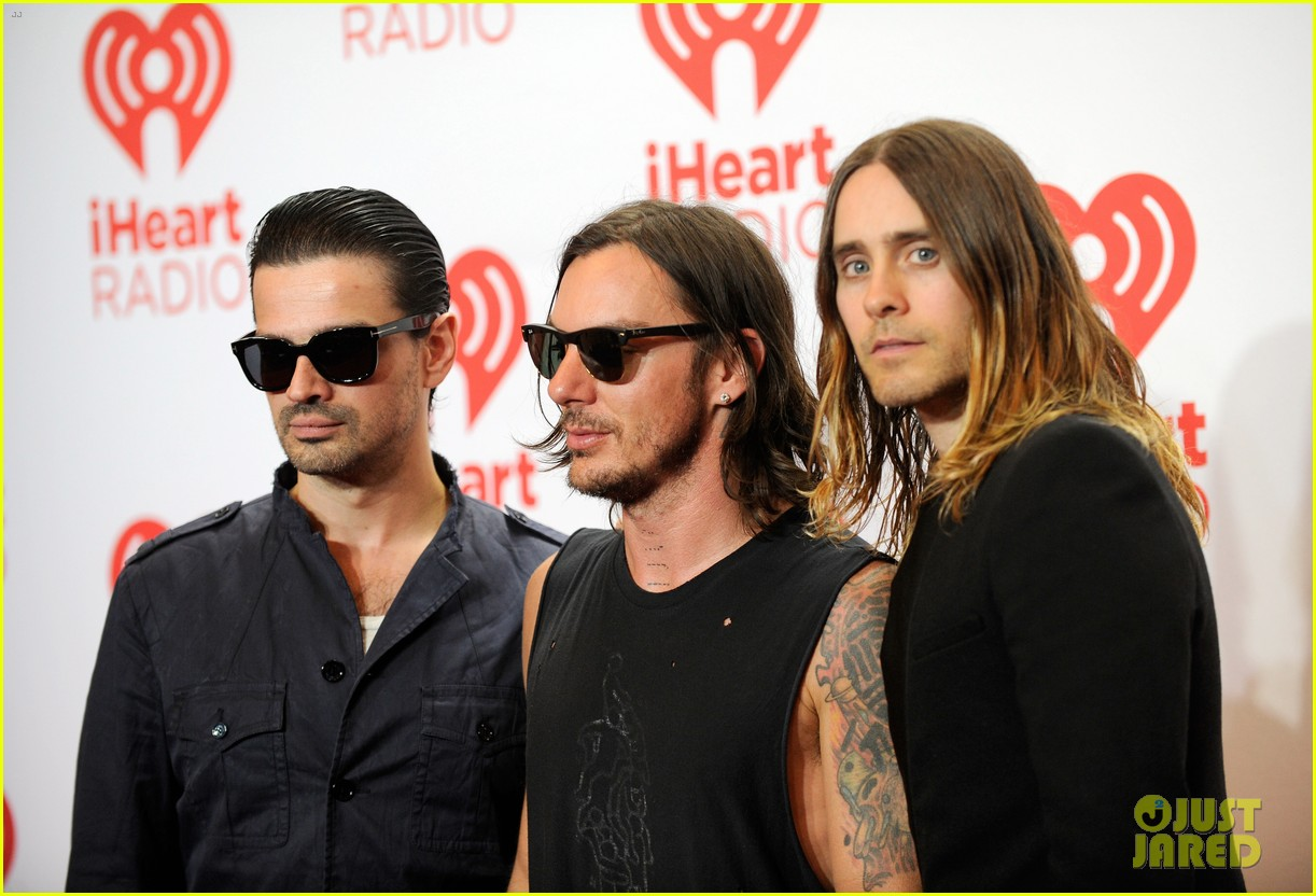 adam levine jared leto iheartradio performances 09
