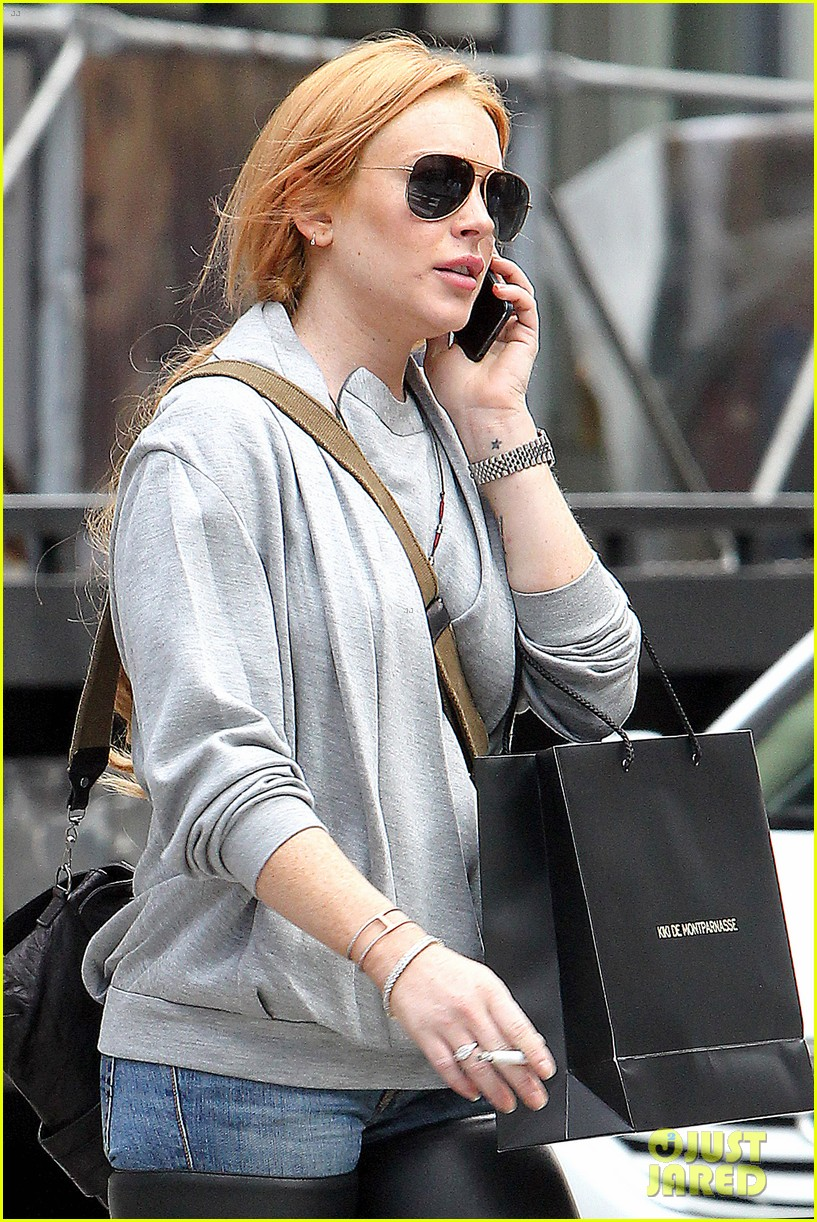 lindsay lohan steps out after mom dina birthday party 022953624