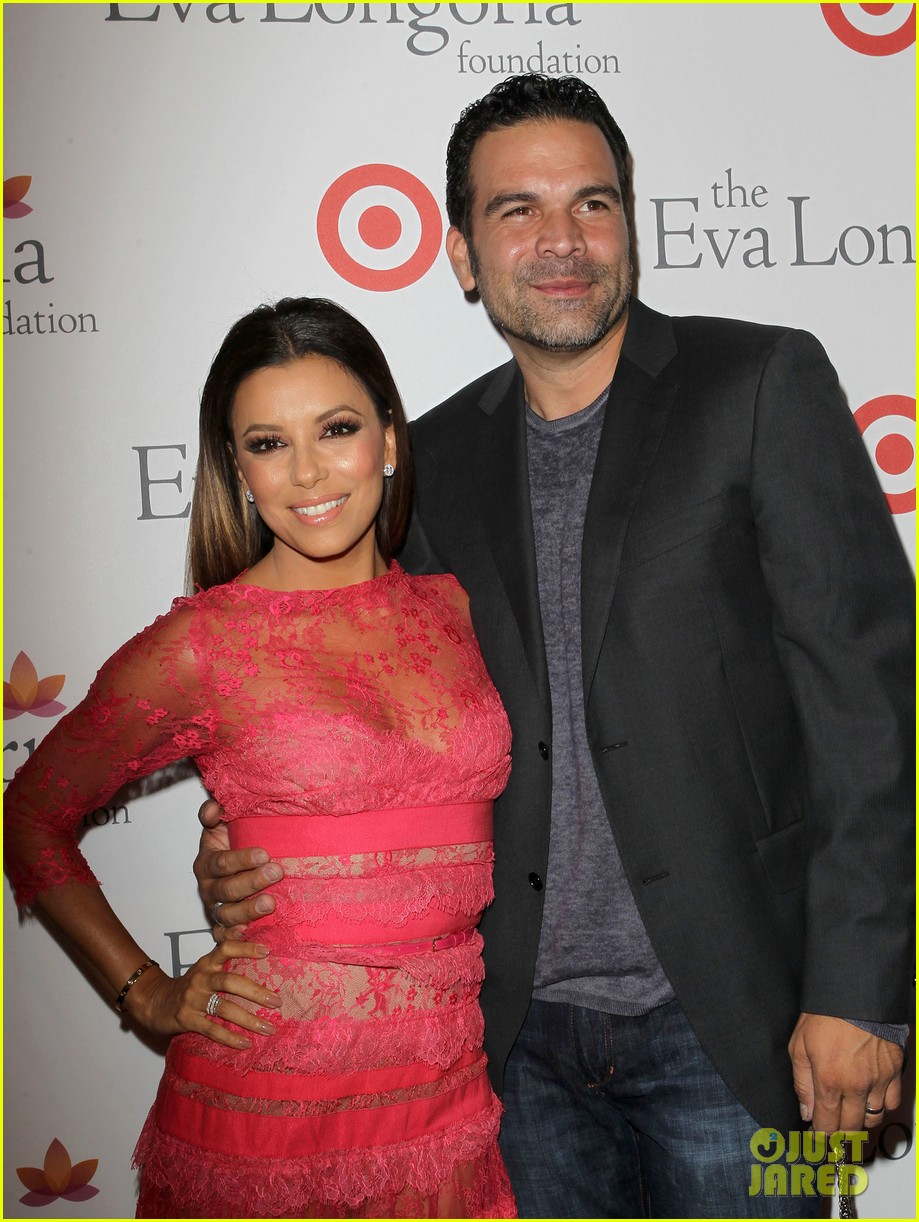 eva longoria attends her foundations dinner with friends 09