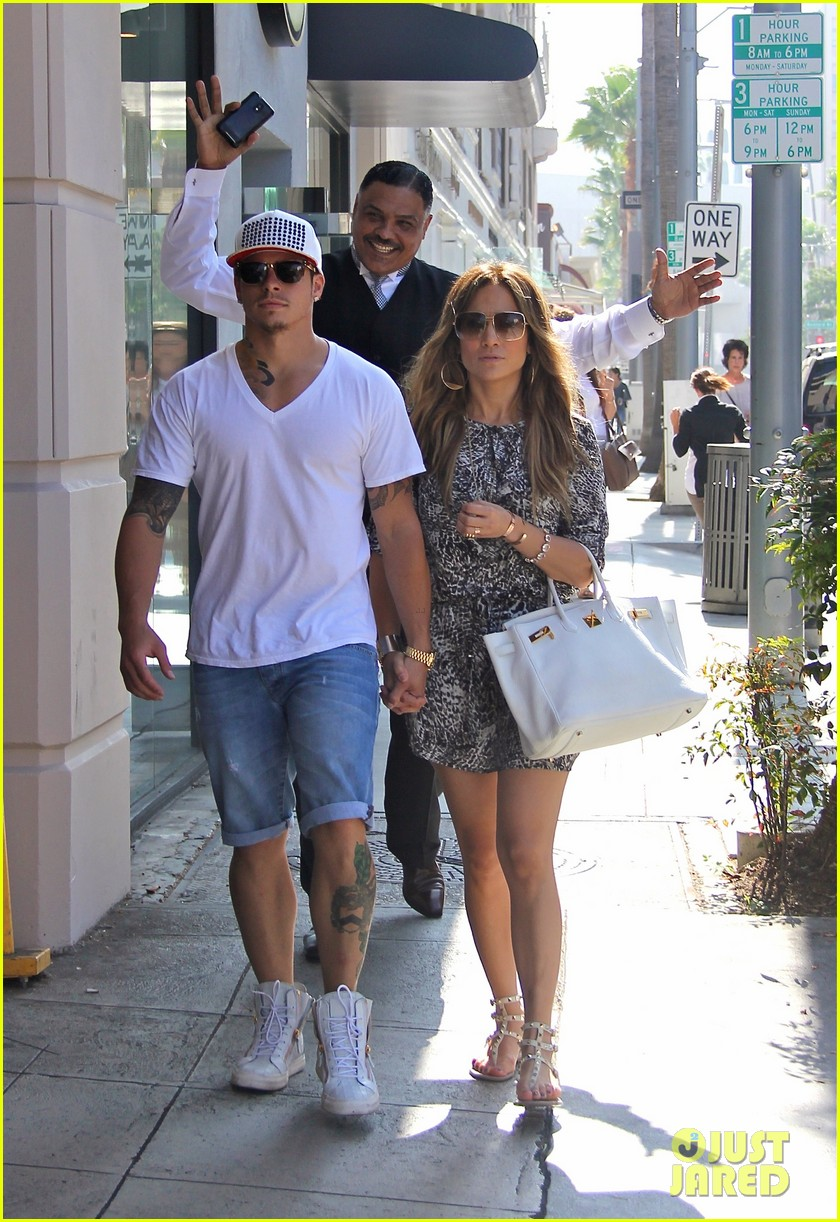 jennifer lopez casper smart hold hands for shopping trip 01