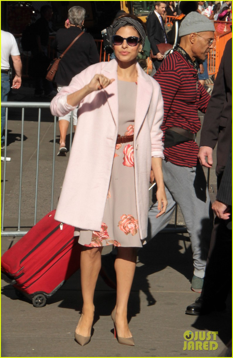 eva mendes promotes fashion line on gma 012955319