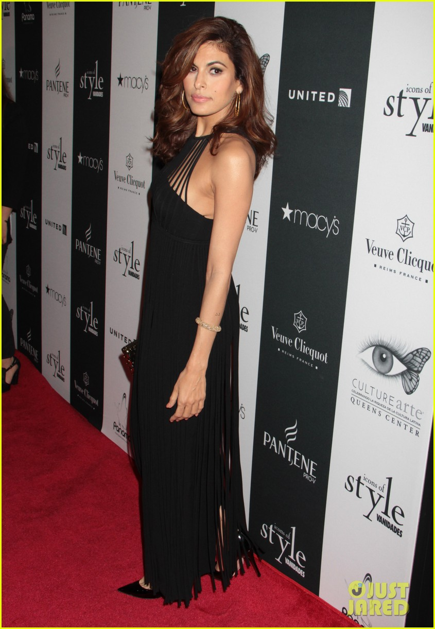 eva mendes icons of style awards in new york city 122955763