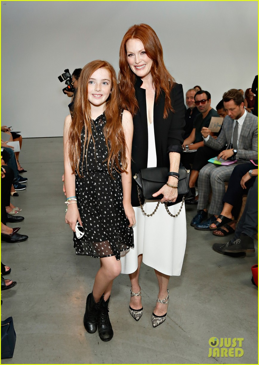 julianne moore allison williams reed krakoff fashion show 01