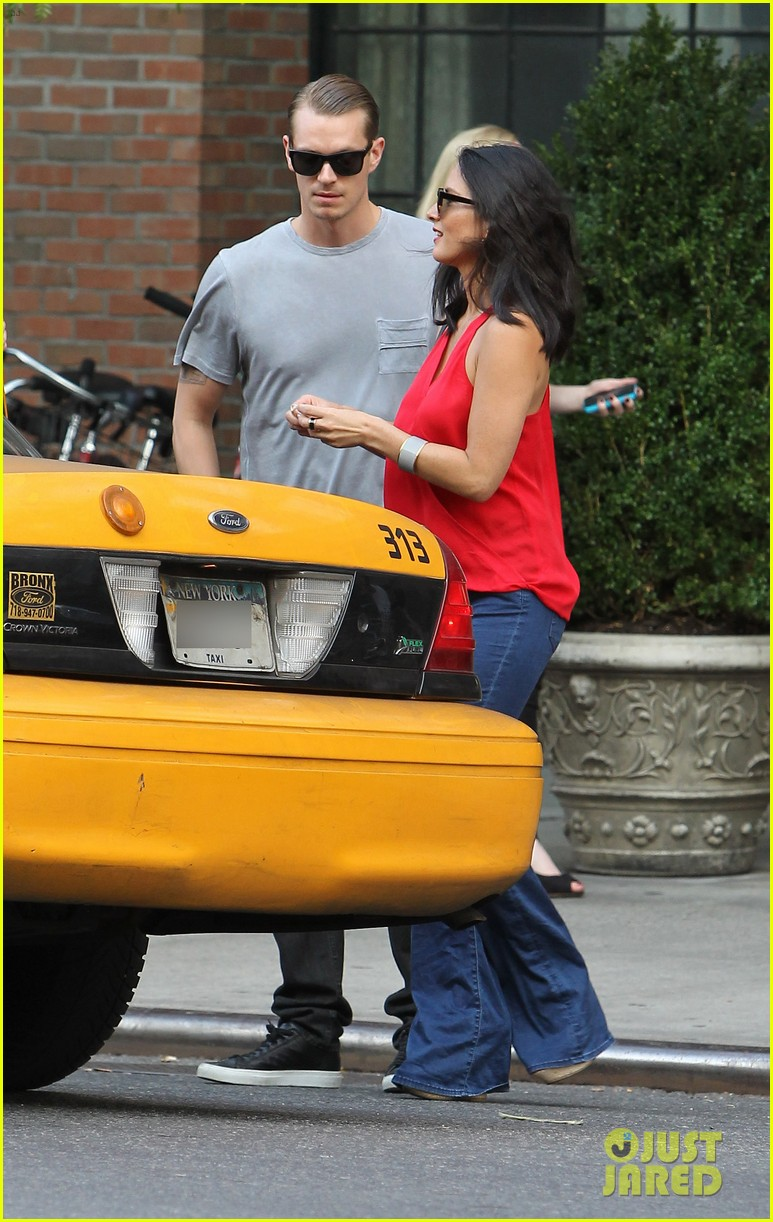 olivia munn joel kinnaman step out after killing canellation 032950365