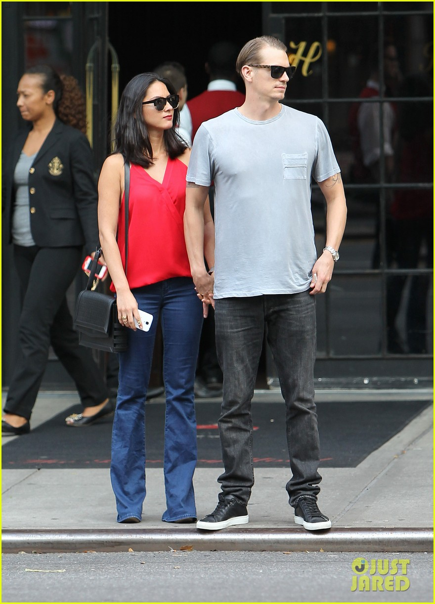 olivia munn joel kinnaman step out after killing canellation 132950375