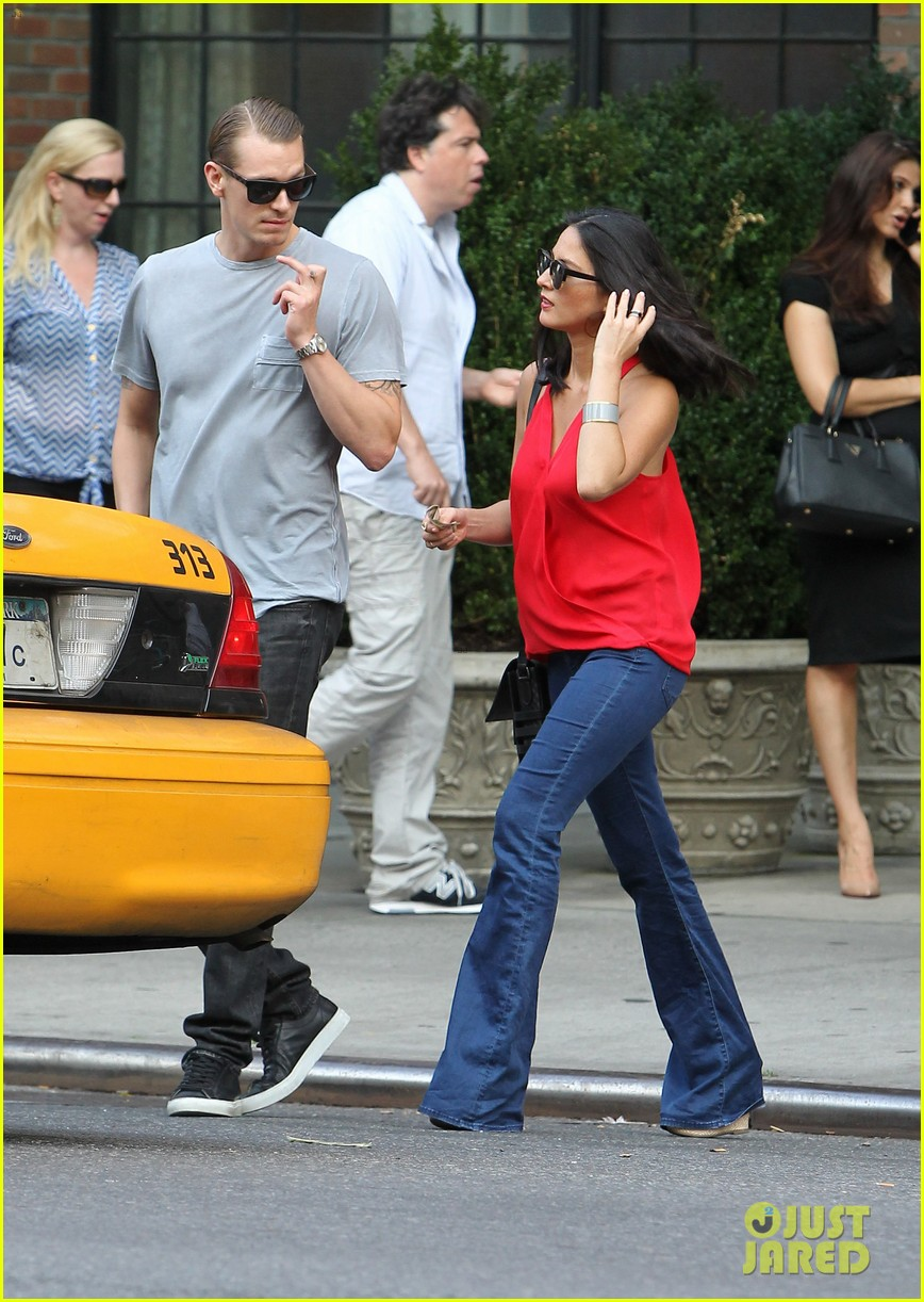 olivia munn joel kinnaman step out after killing canellation 19