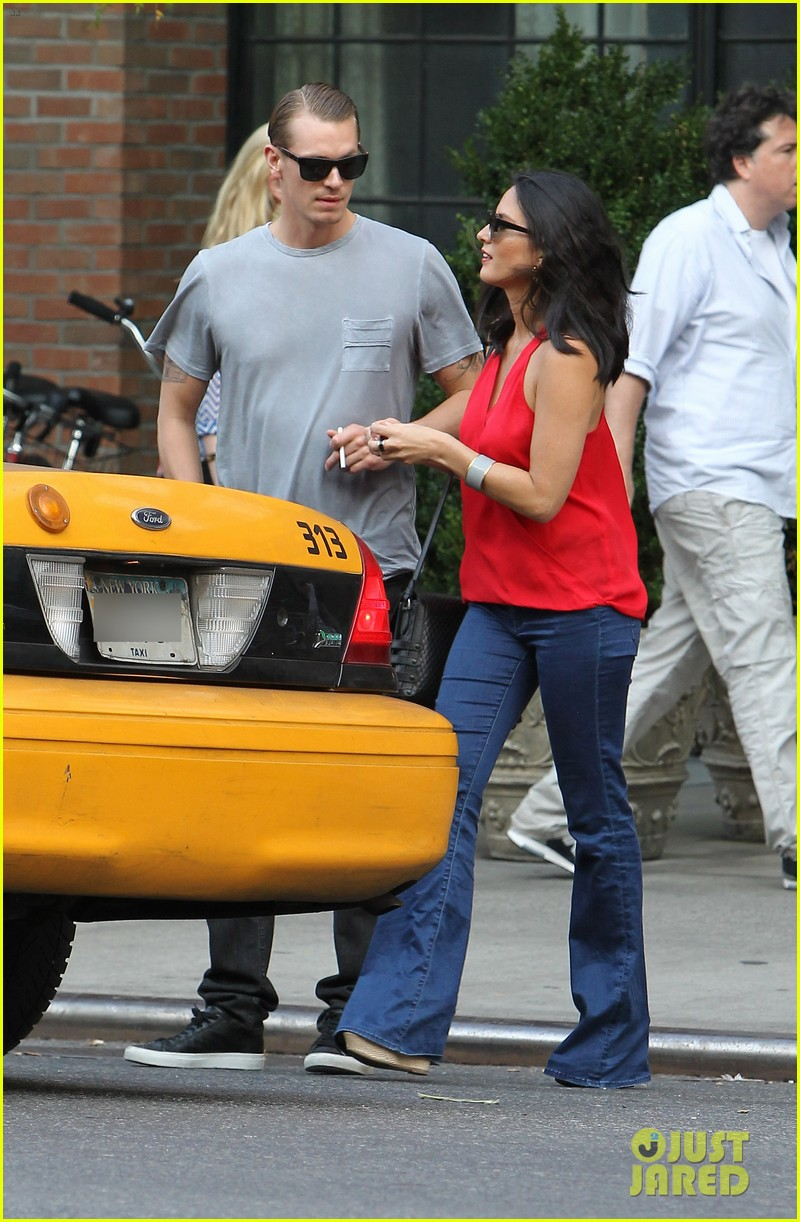 olivia munn joel kinnaman step out after killing canellation 222950384