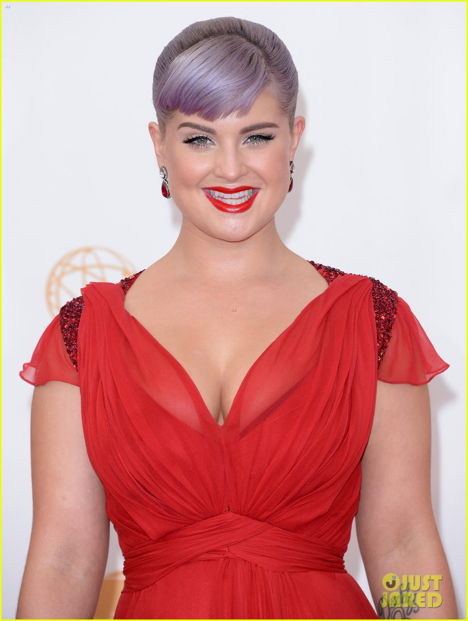 kelly osbourne giuliana rancic emmys 2013 red carpet 122957881