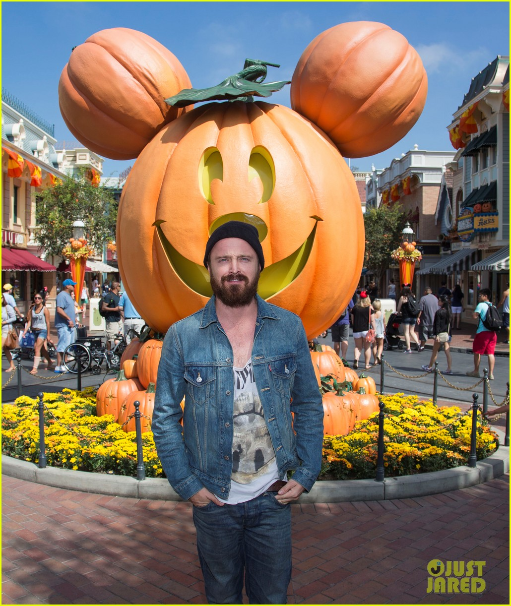aaron paul visits disneyland breaking bad episode record 01