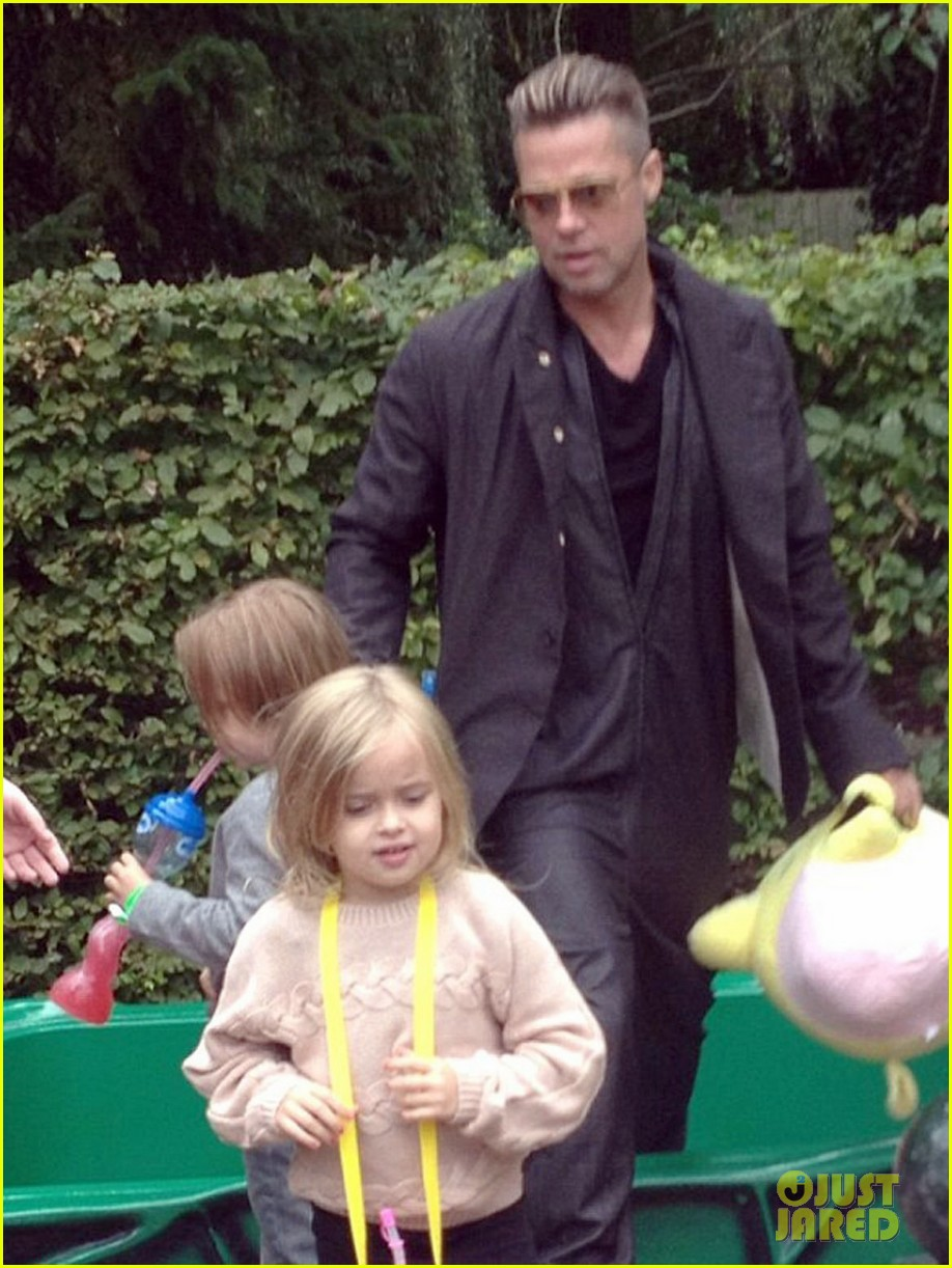 brad pitt legoland with the twins 022962438
