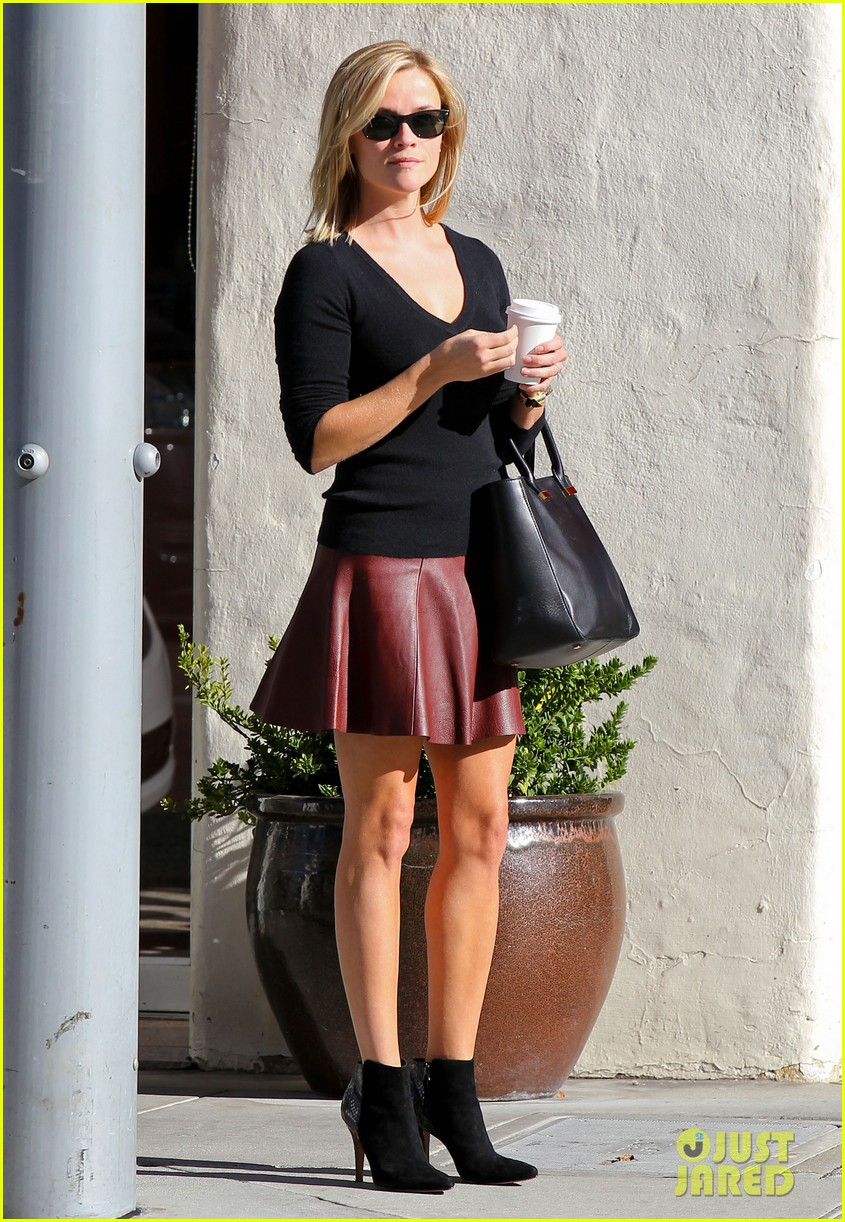 reese witherspoon does outfit change in beverly hills 10