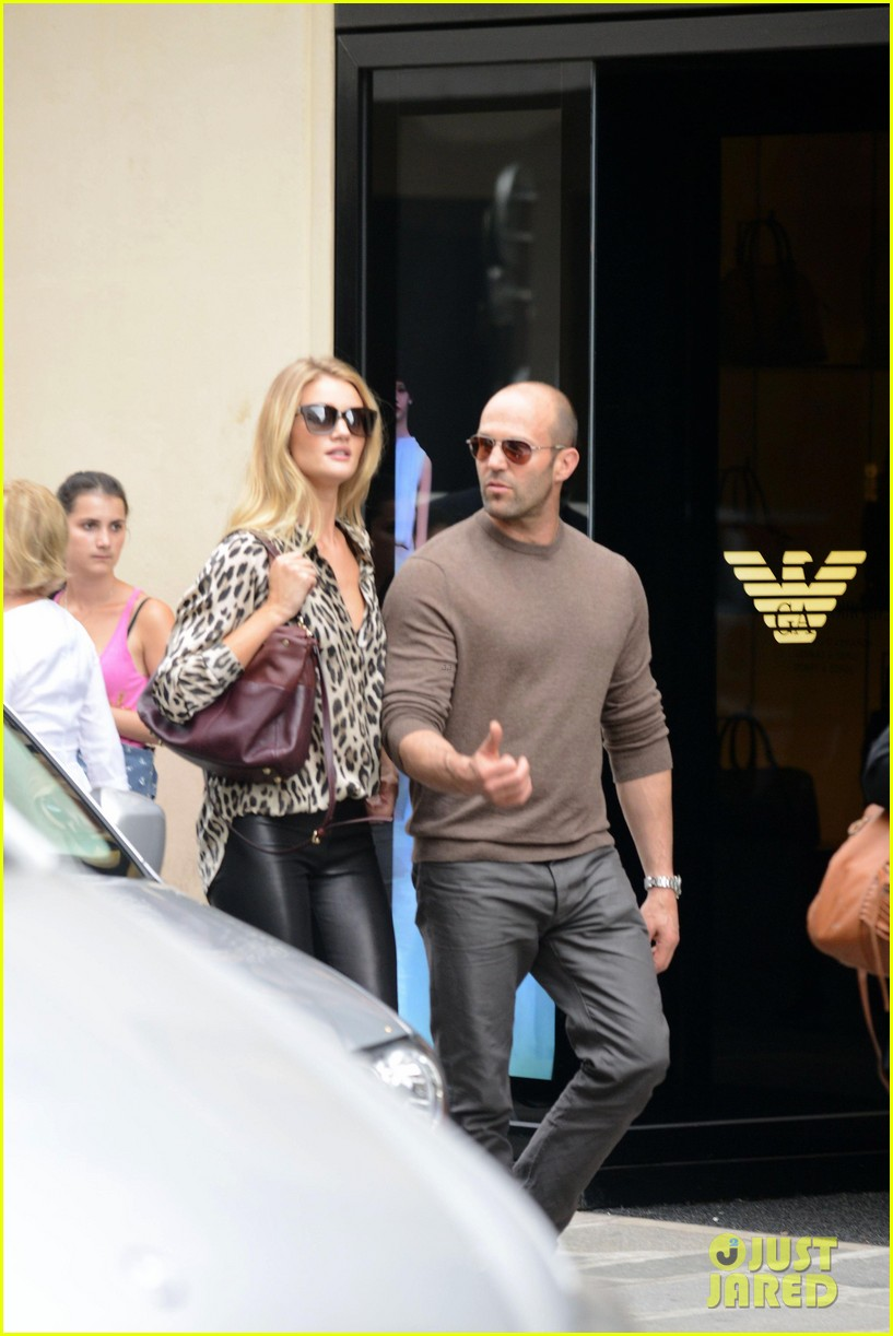 rosie huntington whiteley jason statham step out hold hands 06