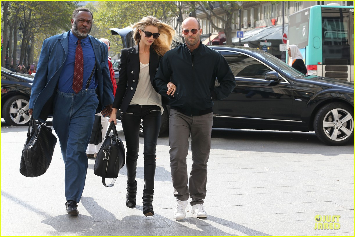 rosie huntington whiteley jason statham hook arms in europe 07