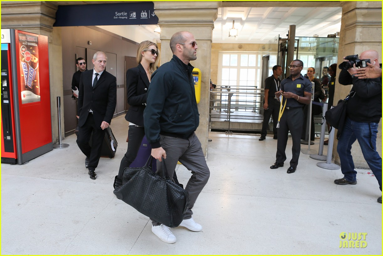rosie huntington whiteley jason statham hook arms in europe 12