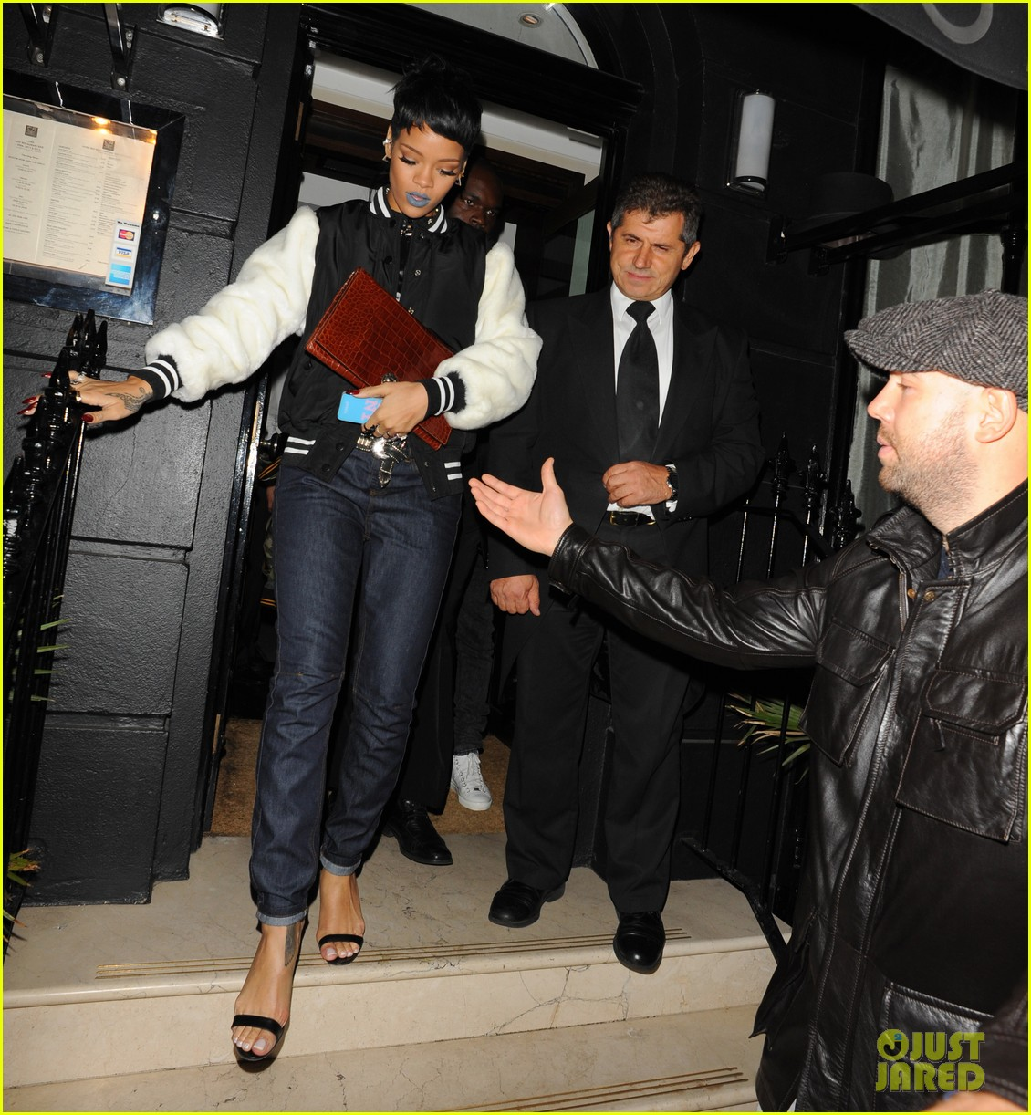 rihanna early wake up call after night out with cara delevingne 082949944