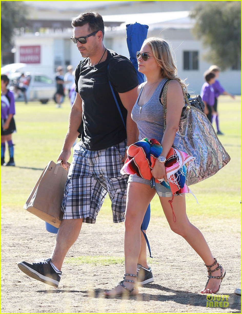 leann rimes eddie cibrian hold hands for mason game 12