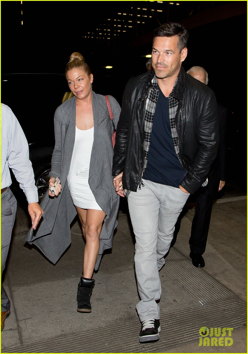 leann rimes eddie cibrian grab dinner before flight to uk 05