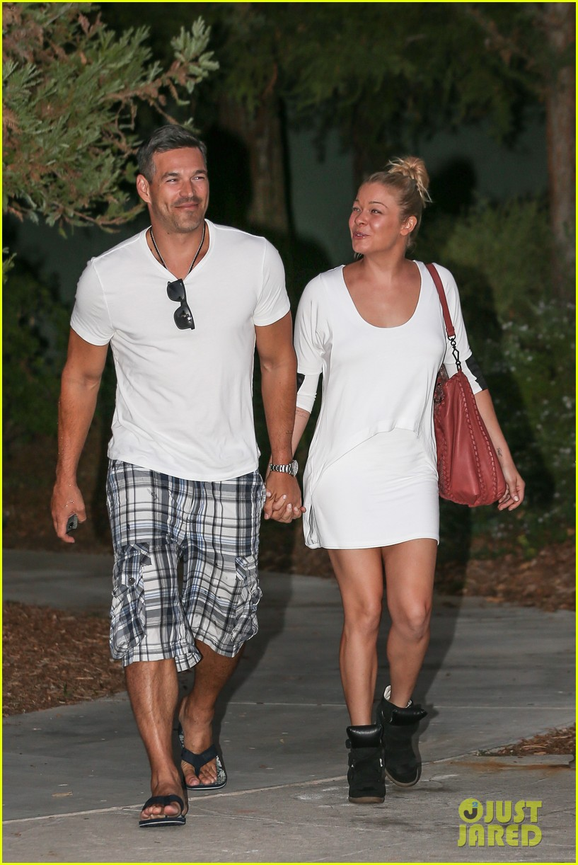 leann rimes eddie cibrian grab dinner before flight to uk 152948087