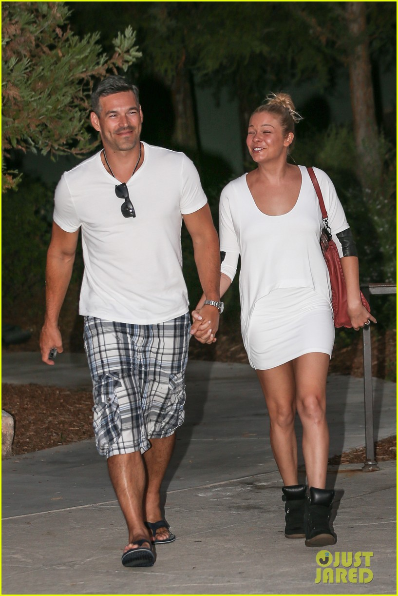 leann rimes eddie cibrian grab dinner before flight to uk 162948088