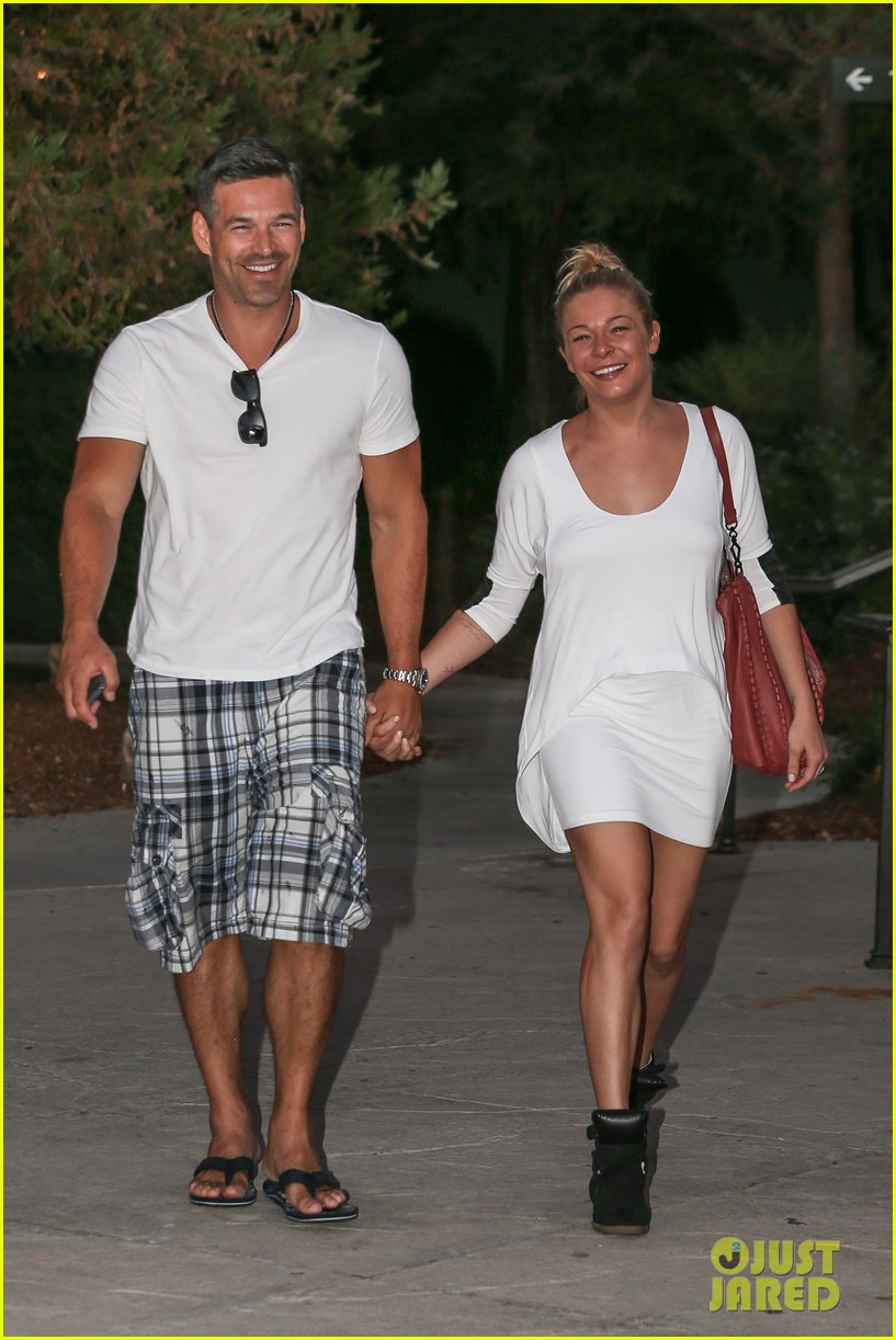leann rimes eddie cibrian grab dinner before flight to uk 20