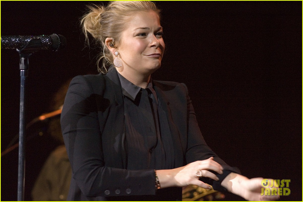 leann rimes thanks glasgow fans for incredible concert 062953124
