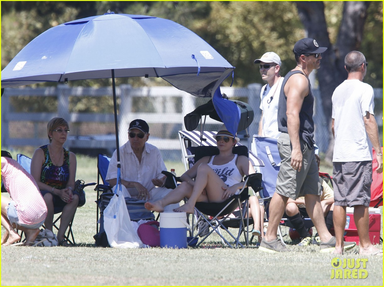 leann rimes eddie cibrian sweat it out at mason soccer game 102947069