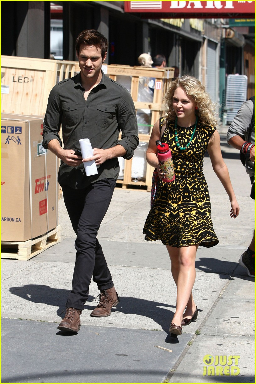 annasophia robb fashionista for carrie diaries 052956188