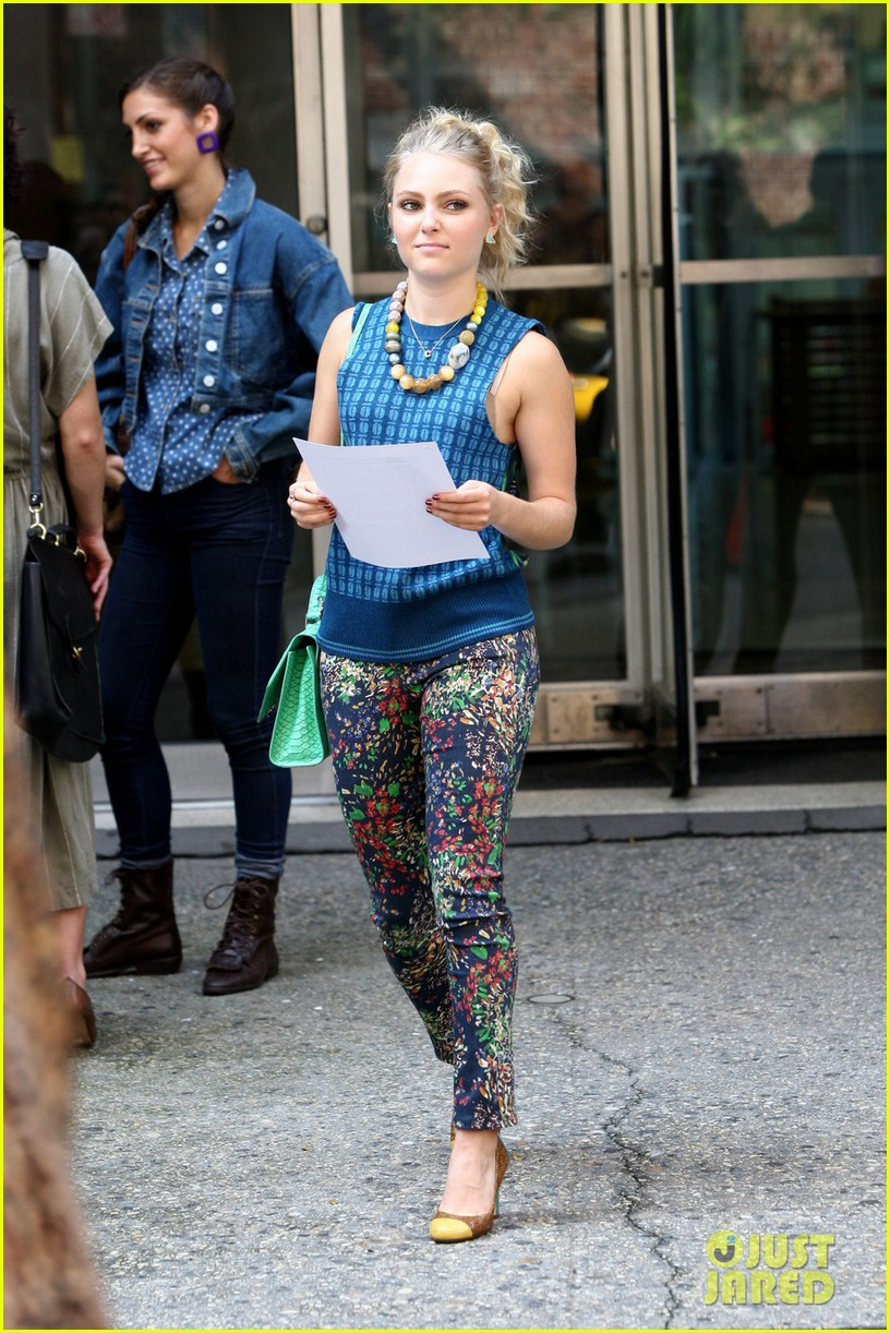 annasophia robb rocks fun outfits for carrie diaries 012951462