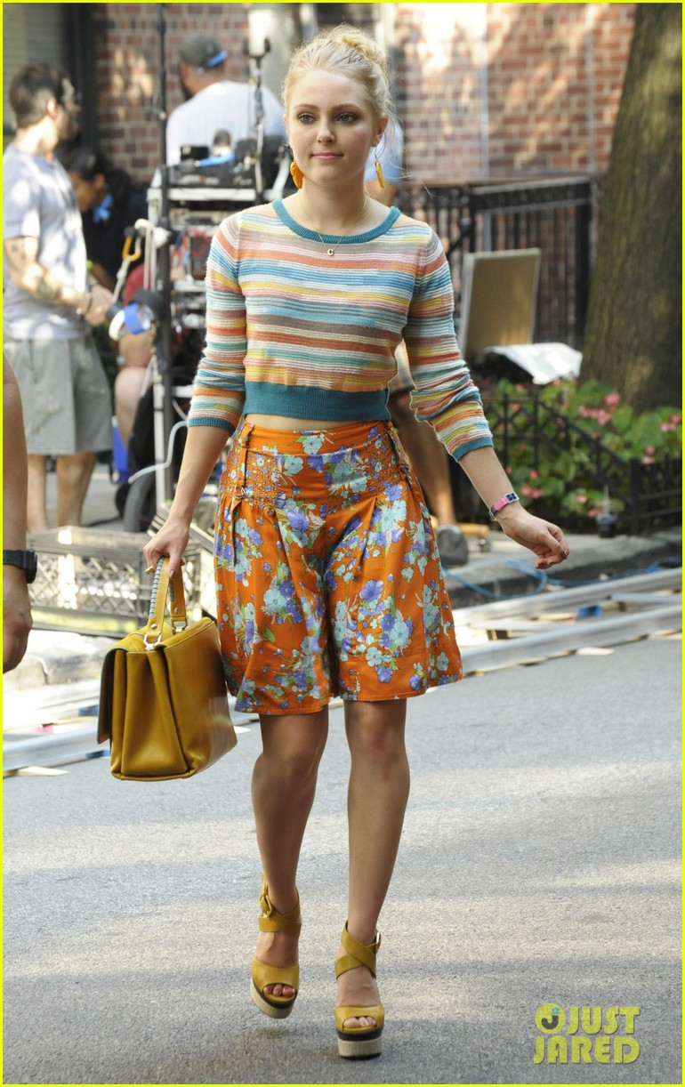 annasophia robb rocks fun outfits for carrie diaries 16