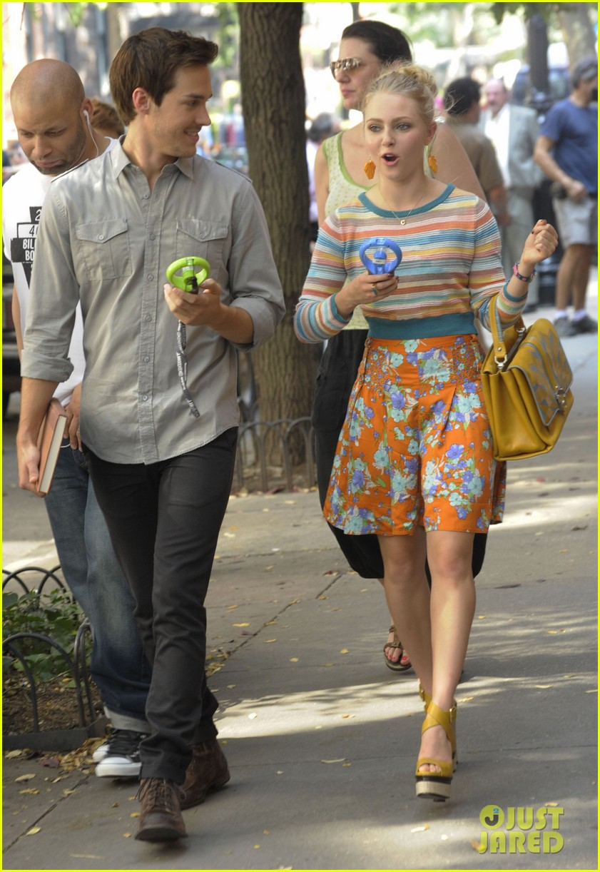annasophia robb rocks fun outfits for carrie diaries 182951479