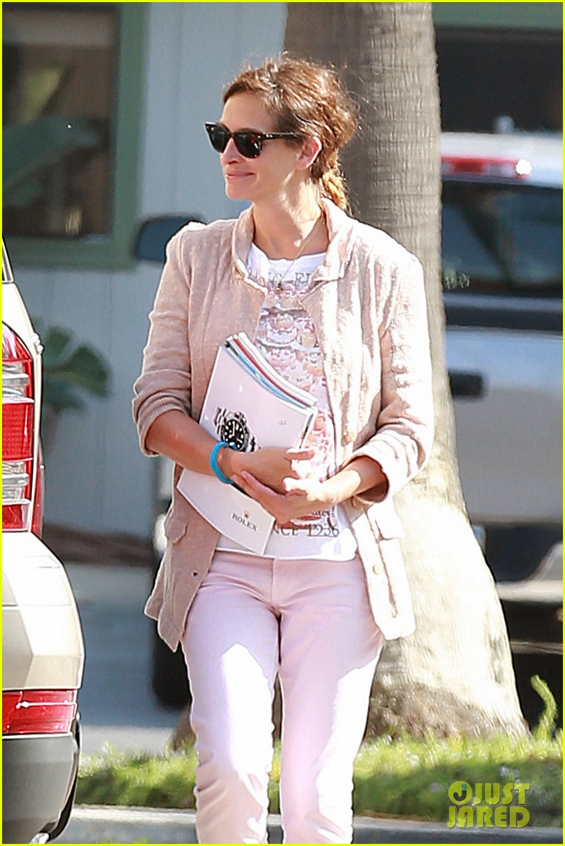 julia roberts nesstand shopper with danny moder 092955195